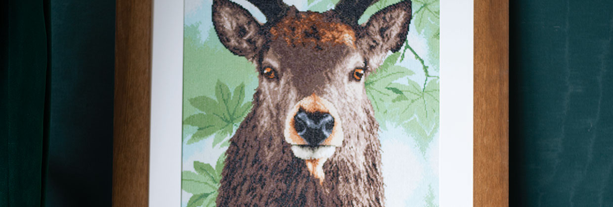 Counted cross stitch kit Proud red deer